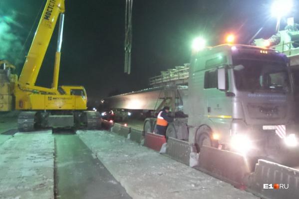 Движение перекрывают ночью из-забольшого транспортного потока в направлении Тюмень — Екатеринбург