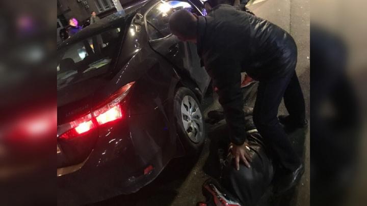 В центре Перми в ДТП пострадал мотоциклист. Видео