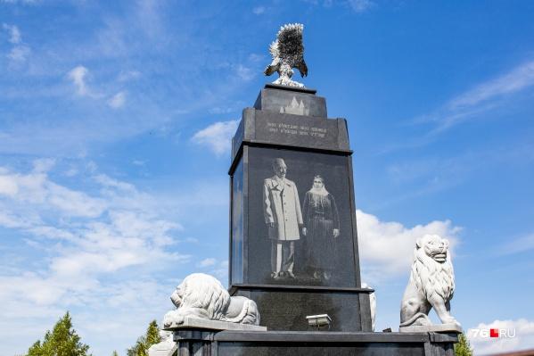 Здесь хоронят езидов из Ярославля и Тутаева. Все памятники в одном стиле