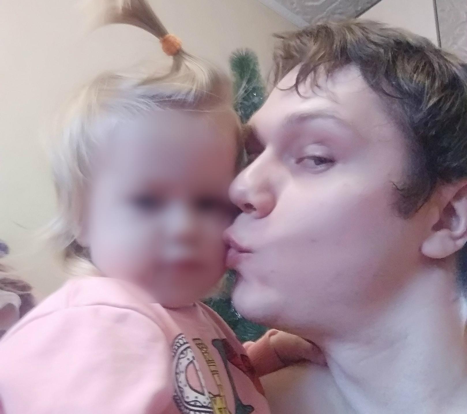 Этот последний снимок Виктора Антилова и его дочери Ульяны сделан за неделю до их гибели