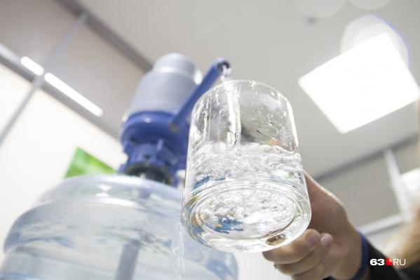 Пока что жители предпочитают покупать бутилированную воду