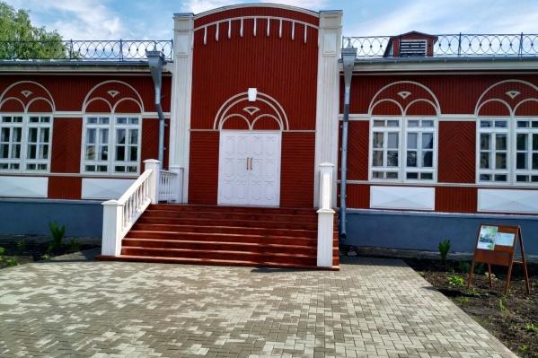 Еще 25 миллионов рублей выделили на ремонт одного из самых красивых исторических зданий Кургана