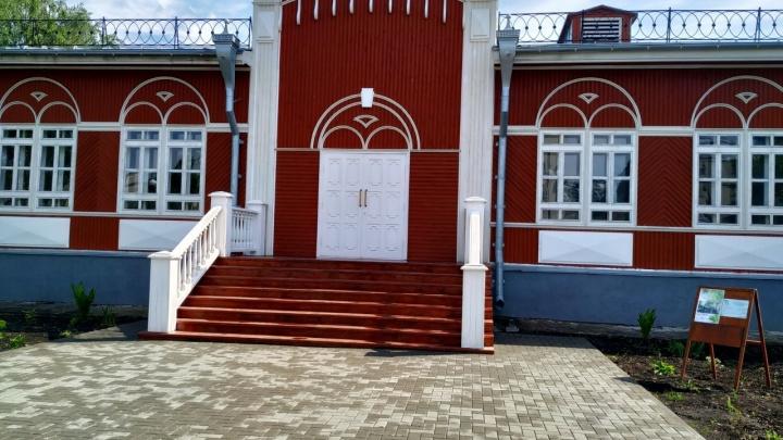 В Кургане завершают самый долгий ремонт: здание школы искусств №1 откроют в этом году
