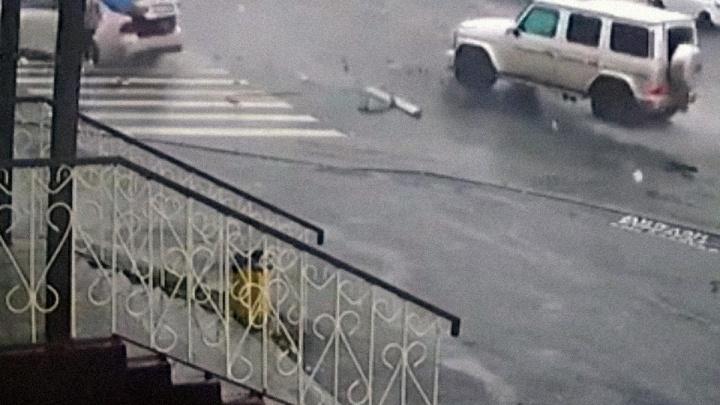 Врачи рассказали о состоянии челябинки, сбитой на «зебре» после столкновения BMW с «Гелендвагеном»