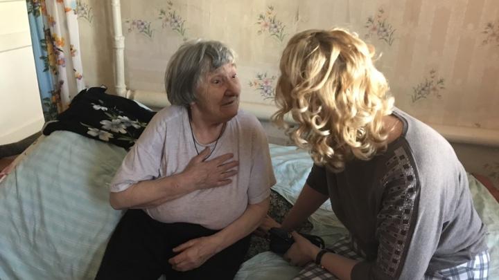 «Бабуля расплакалась»: ярославцы помогли ветерану, дом которого три года заливает грунтовыми водами