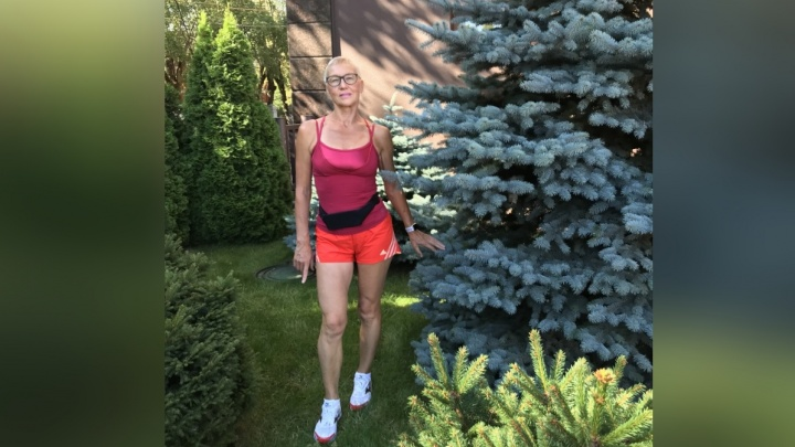 65-летняя бегунья из Красноярска привезла две медали с чемпионата в Москве
