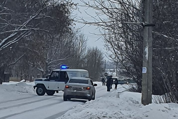 Полиция работает на месте происшествия с самого утра