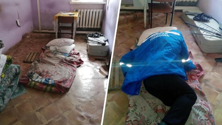 Правда или фейк? В городах России обсуждают грязь и нищету с фото из станции скорой помощи в Няндоме