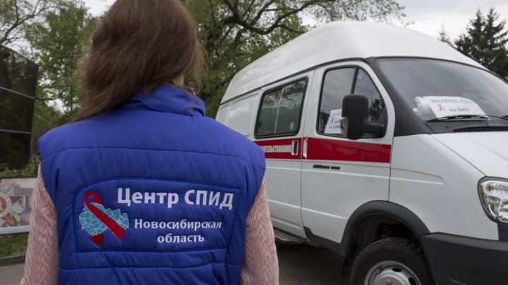 В Первомайском сквере начали проверять на ВИЧ и раздавать презервативы