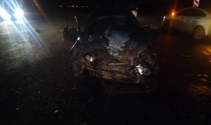 Машина всмятку: в ДТП на трассе Ярославль — Рыбинск пострадали два человека