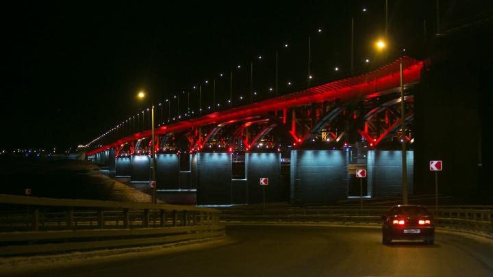Дорожники скорректировали движение водителей на съезде с 4-го моста и поставили новые знаки
