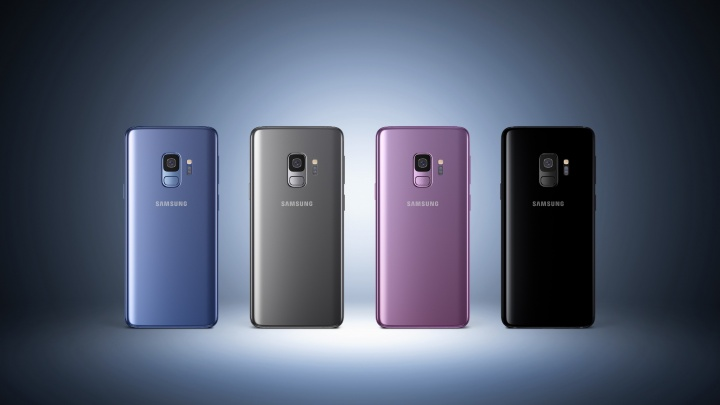 Новосибирцы записались в очередь за новыми телефонами за 60 тысяч