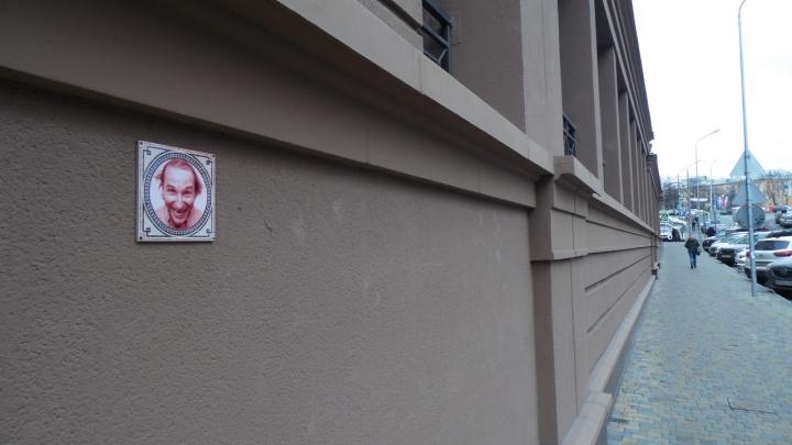 «Всегда уважал как рок-музыканта. Такие нам нужны»: Нижегородский Бэнкси создал портрет Мамонова