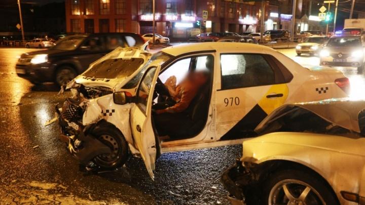 Челябинского таксиста после смертельной аварии перевели из реанимации в палату