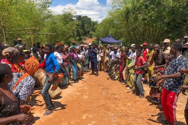 В Демократическую Республику Конго редко заезжают туристы, поэтому их окружают местные жители