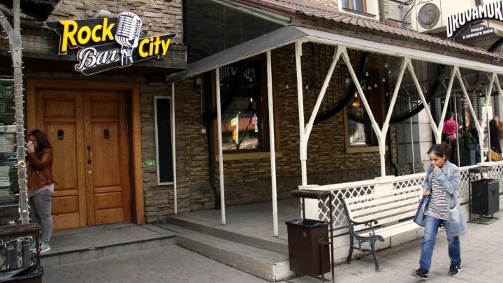 Рок-н-ролл мёртв: старейший рок-клуб на Красном проспекте стал банкетным залом