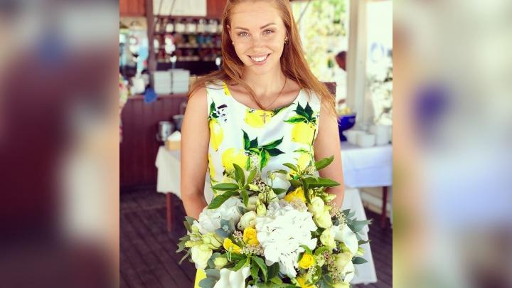 Полина Диброва потеряла золотые украшения на отдыхе в Испании