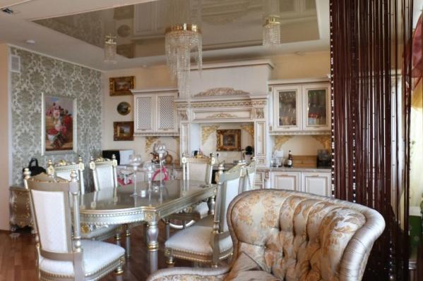 Такую «дворцовую» квартиру пытаются сдать в аренду за 199 000 рублей в месяц