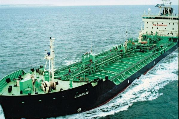Компания занимается перевозкой грузов по воде