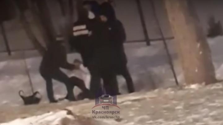 Видео: мужчины и женщины устроили массовую драку около клуба Circus