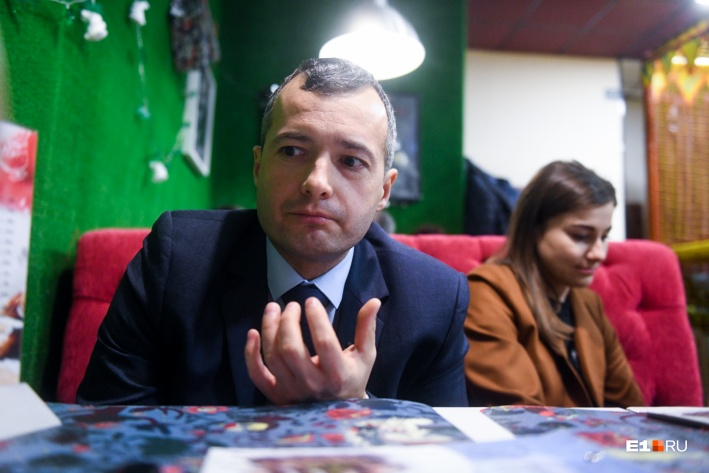 На борту самолета, которым управлял Юсупов, находились 226 пассажиров, в том числе 6 детей