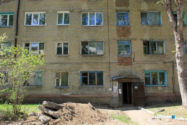 «Новое» жильё впосёлке Степной уже тоже трещит по швам