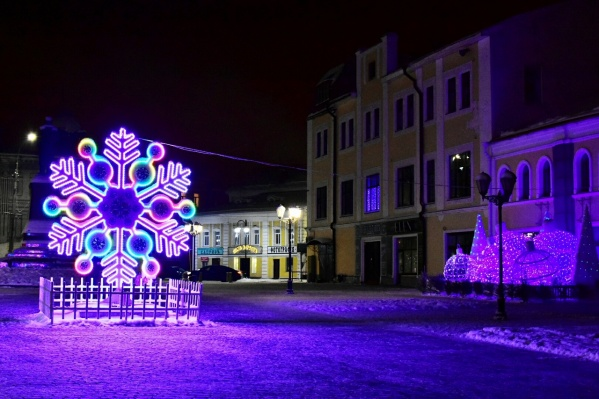Уже 12 декабря жители города должны ходить по украшенным улицам