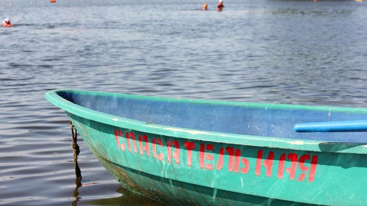Поднялся ветер: семилетний мальчик упал с надувного матраса на середине озера под Магнитогорском