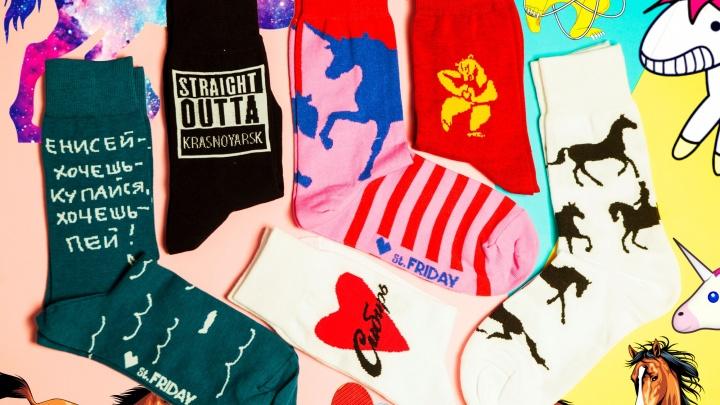 Питерский дизайнер выпустил коллекцию ироничных носков о Красноярске
