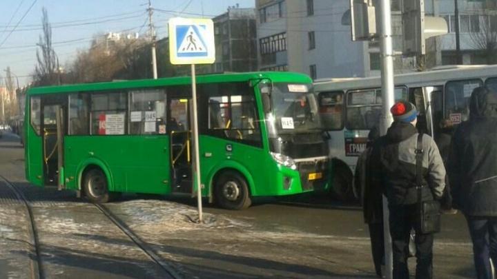 На Шаумяна – Белореченской столкнулись два автобуса