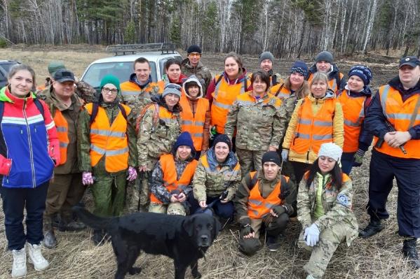 Волонтеры вчера весь день прочесывали лес