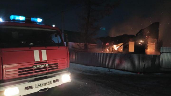 В двух ночных пожарах в Башкирии погибли два человека