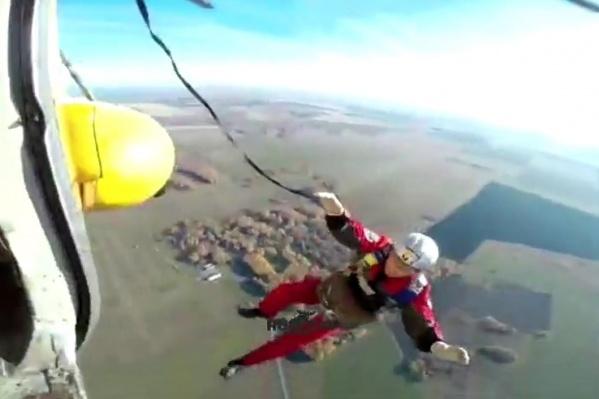 У 35-летнего спасателя не раскрылся парашют