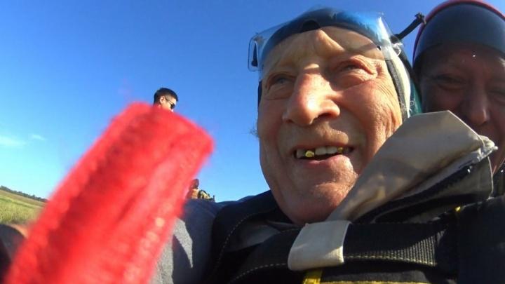 77-летний уфимец: «Отец с парашютом прыгал, и сын. А я чем хуже?»