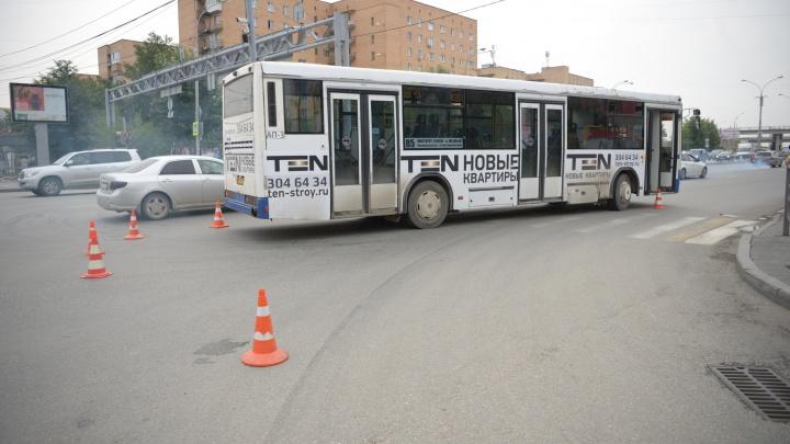 «Пешеходы шли на зеленый»: в ГИБДД рассказали, как автобус сбил людей на Токарей