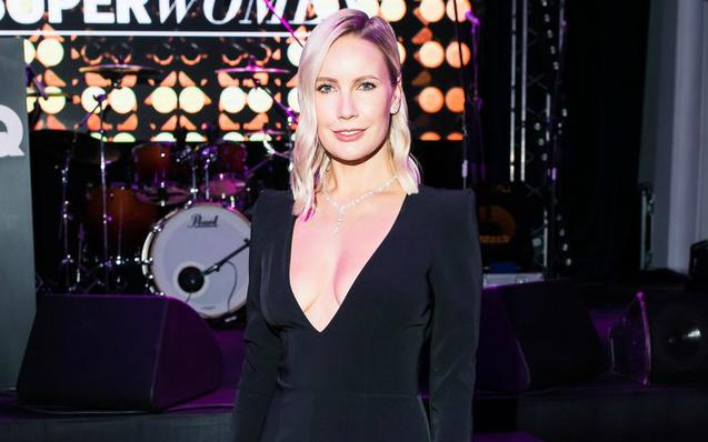 Телеведущая Елена Летучая поразила гостей глубокими вырезами на вечеринке «чудо-женщин»