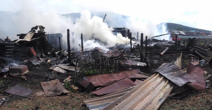 В Башкирии на участке сгорел дом, баня, гараж и автомобиль