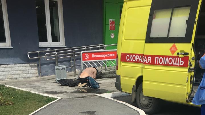 Мама отлучилась в магазин: подробности гибели семилетней девочки, выпавшей из высотки на Амундсена