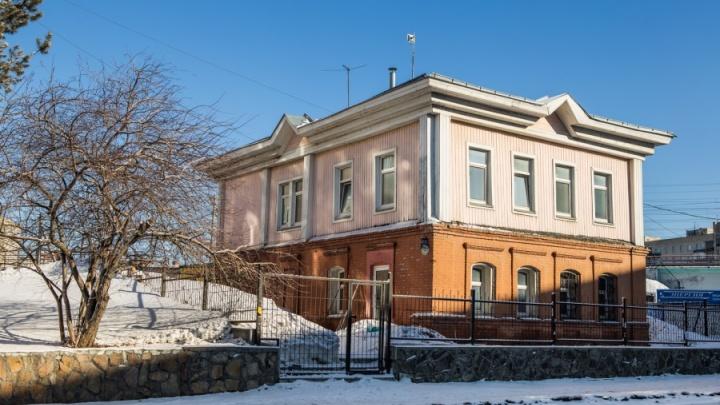 Мэрия решила выселить медиков из купеческого особняка в центре Новосибирска