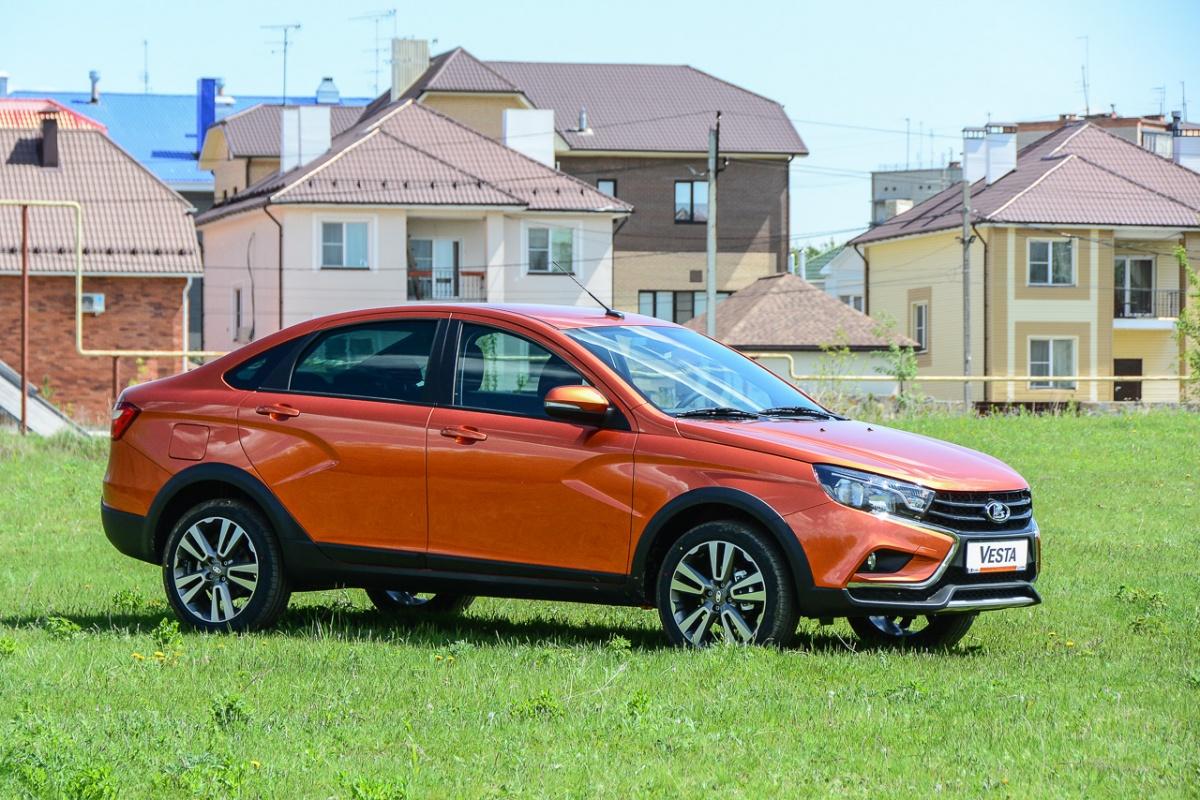 В июне начались продажи новой модификации Vesta: седана в исполнении Cross