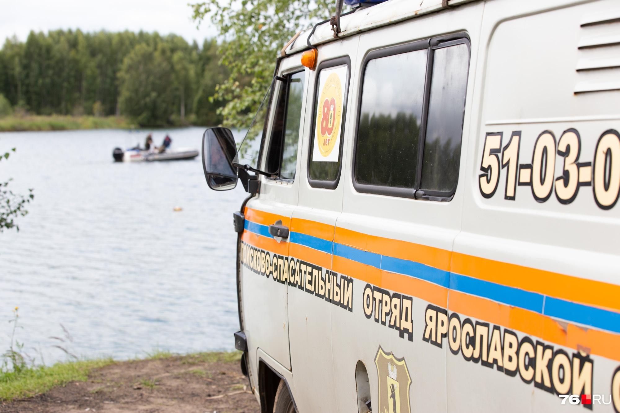 Водолазы по периметру изучали озеро, где купалась Дарья Головкина