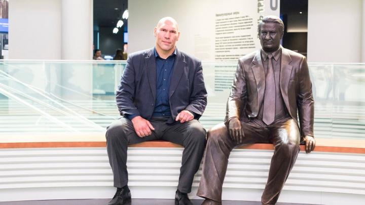Боксёр Николай Валуев приехал в Екатеринбург и прогулялся по Ельцин-центру