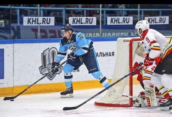 Хоккей: китайская команда с сухим счётом разгромила «Сибирь»
