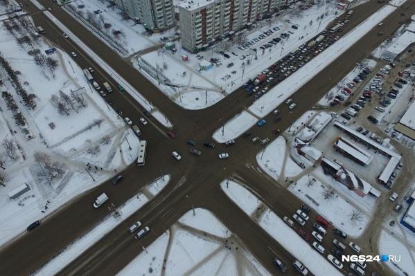 За 2 года на перекрестке Комсомольского и 9 Мая произошла почти полусотня аварий