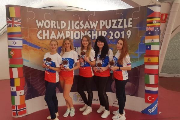 Команда из Новосибирска заняла первое место в марафоне. Они собрали 5000 деталей за 4 часа 11 минут