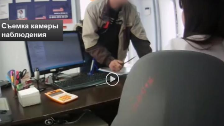 Ограбление офиса микрозаймов в Уфе попало на камеры видеонаблюдения