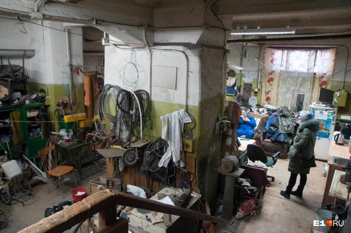 Под корпусом №14 находится слесарная мастерская