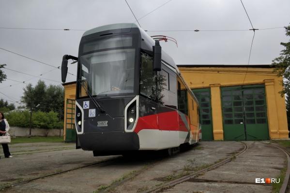 Новый трамвай проедет по Екатеринбургу три тысячи километров, но без пассажиров