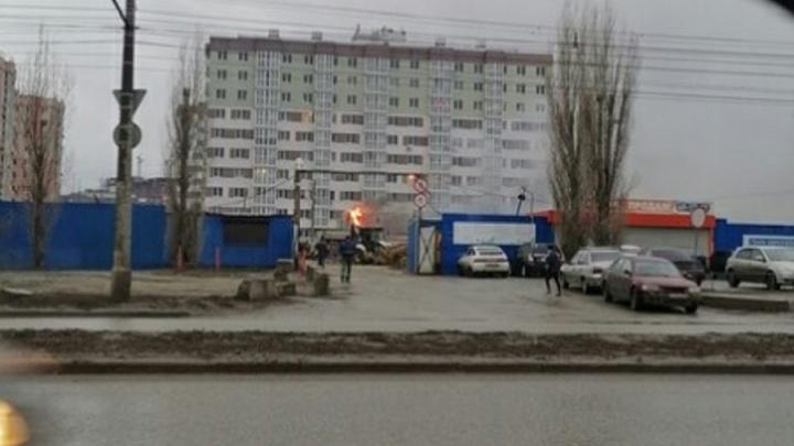 В Волгограде тушат бытовку на стройке ЖК «Парк Европейский»