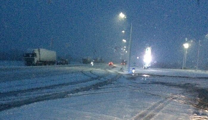 На краевых трассах обильно выпал снег